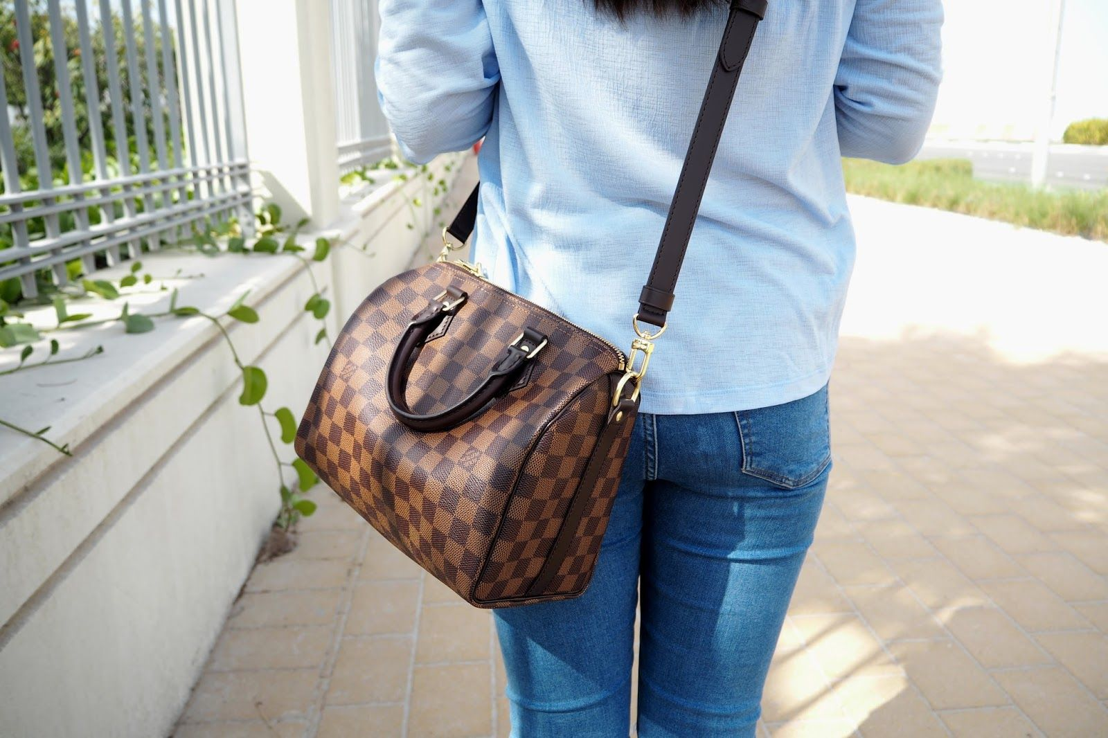 f1196e522f3a Louis Vuitton Speedy Bandouliere 25 Review & Outfit Shots | My Style ...