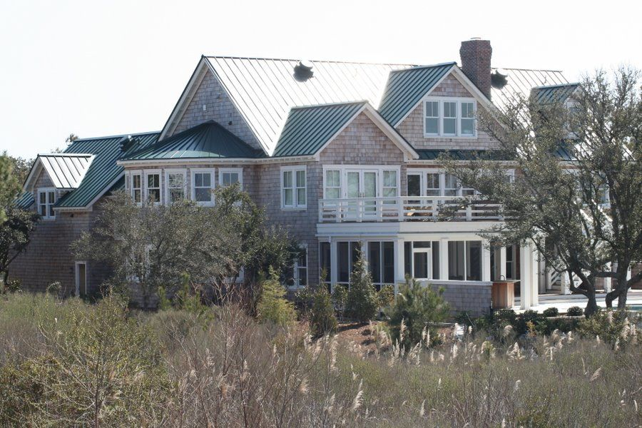 Best This Home Features A Green Metal Roof And Natural Blue 640 x 480