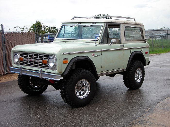 The '71 Bronco before it headed to it's frame off surgery. Circa 2010.
