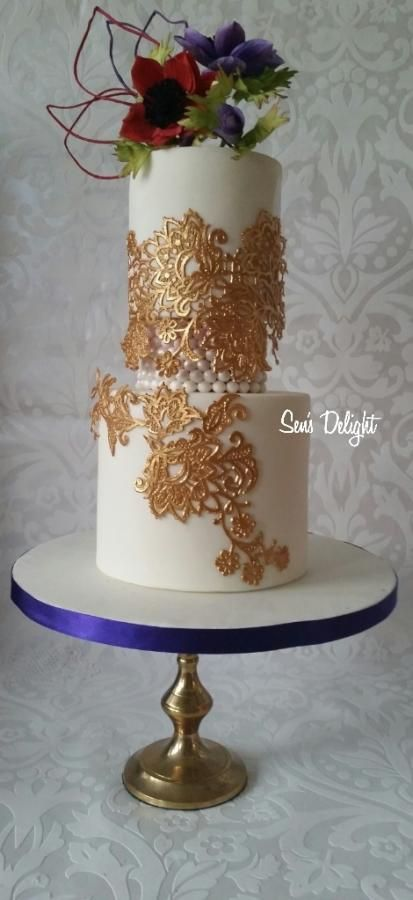 <3 gold, lace & anemones - Cake by Sen's Delight
