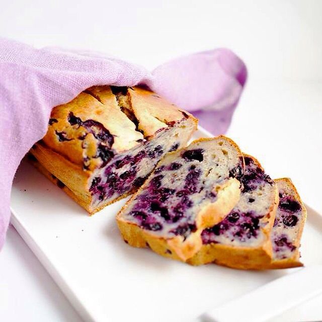 Bananabread with blueberries