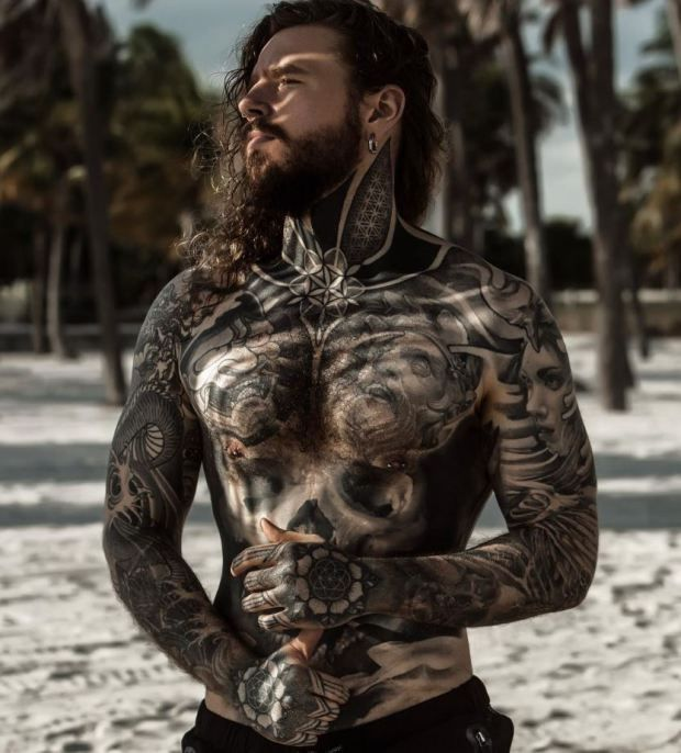 Photo of Meet the man who tattooed his weight loss scars and learned to love his body
