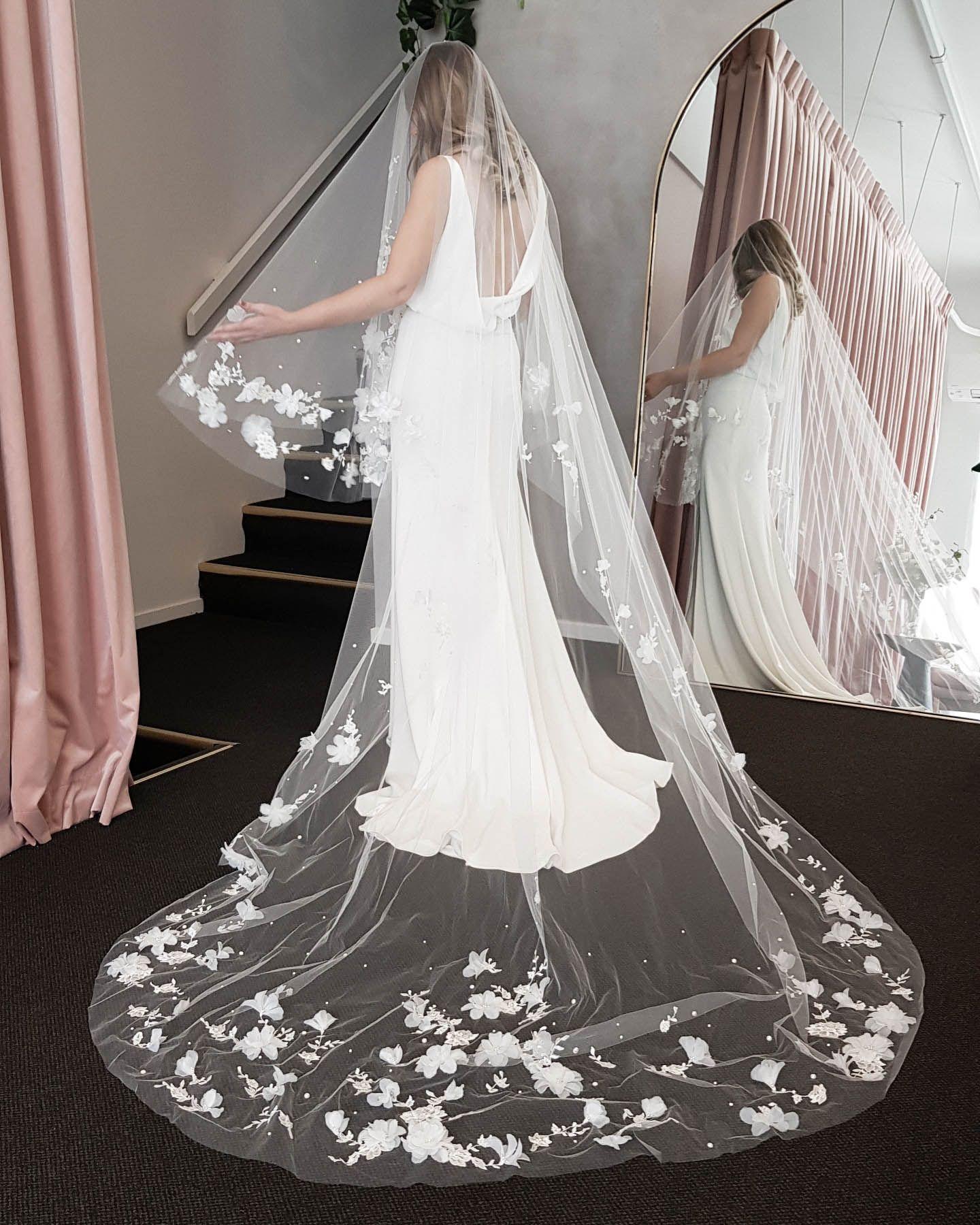 How To Style A Dramatic Wedding Veil Tania Maras Bespoke Wedding Headpieces Wedding Veils In 2020 Amazing Wedding Dress Simple Wedding Gowns Wedding Bridal Veils [ 1800 x 1440 Pixel ]