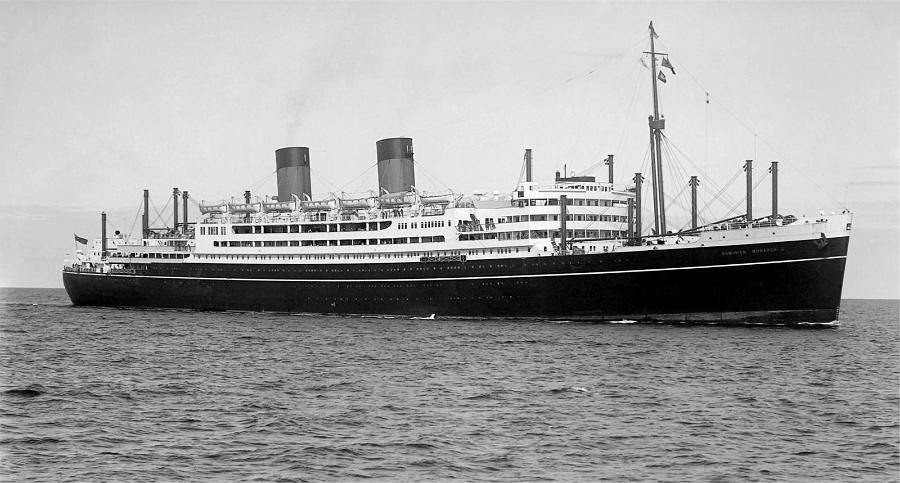 QSMV Dominion Monarch built by Swan Hunter & Wigham Richardson for Shaw, saville & Albion Line & completed 12/01/39. a refrigerated cargo liner. 25,155GRT, 15,183NWT, length 657.6ft. beam 84.8ft & draught 34ft. Diesel engines powered 4 screws to give 21.5Kn. Crew 385, 508 1st class passengers. Ran London, Las Palmas, Cape Town, Fremantle, Melbourne, Sydney & Wellington. '55 return trip became Wellington, Suva, Papeete, Panama, Curacao & London. requisitioned in 08/40 & converted to…