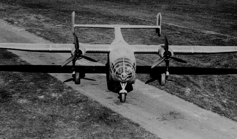 El Arado Ar 232 era un bimotor con un fuselaje panzudo provisto de un portalón posterior accionado hidraulicamente, y un original sistema compuesto de 11 pares de ruedas que sostenían el fuselaje durante las operaciones de carga y descarga, mientras se había levantado el tren de aterrizaje principal, del tipo triciclo, mediante un par de cilindros hidráulicos.