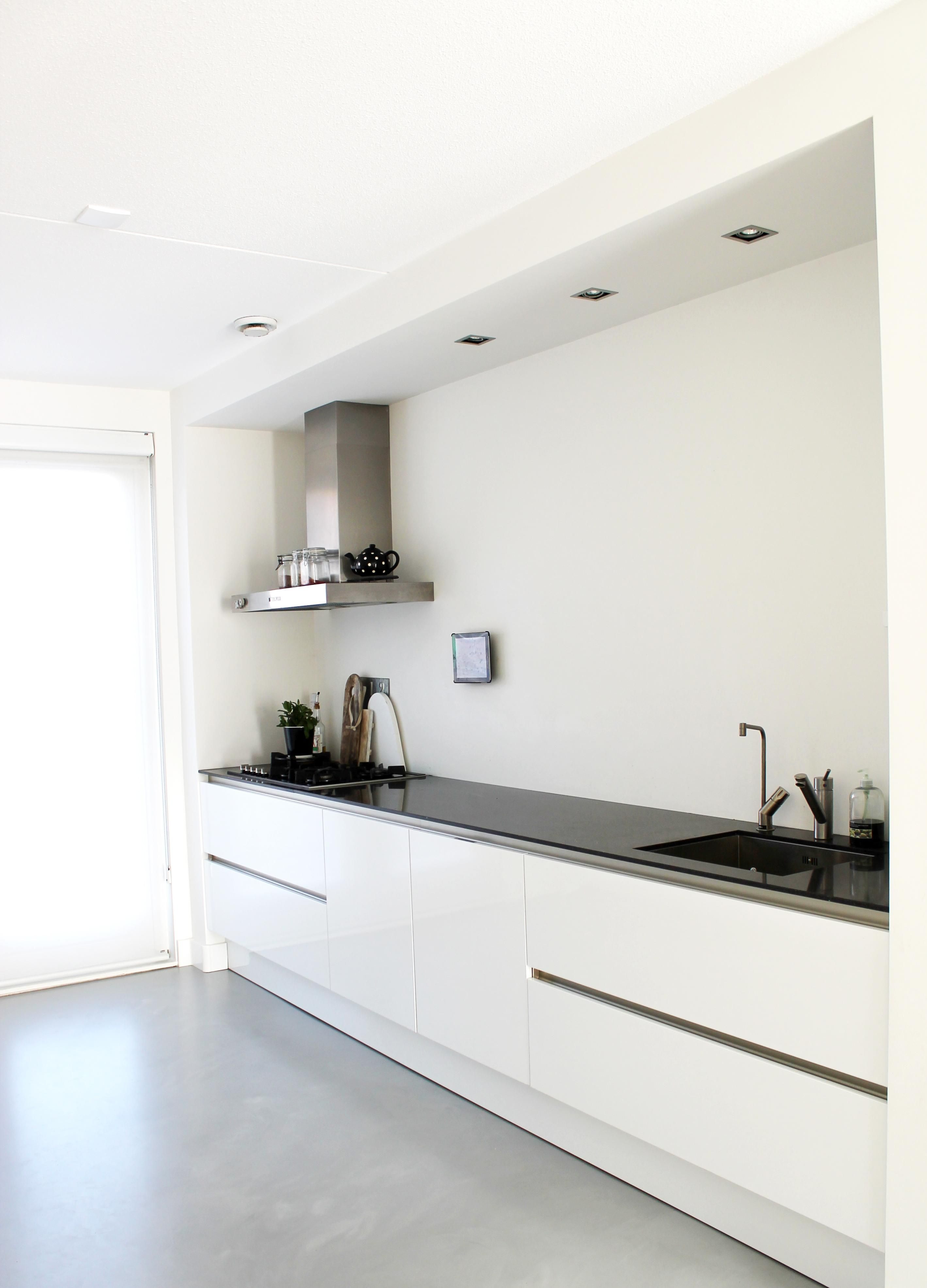 Die spotjes in het plafond bij keuken / gietvloer | New Home ...