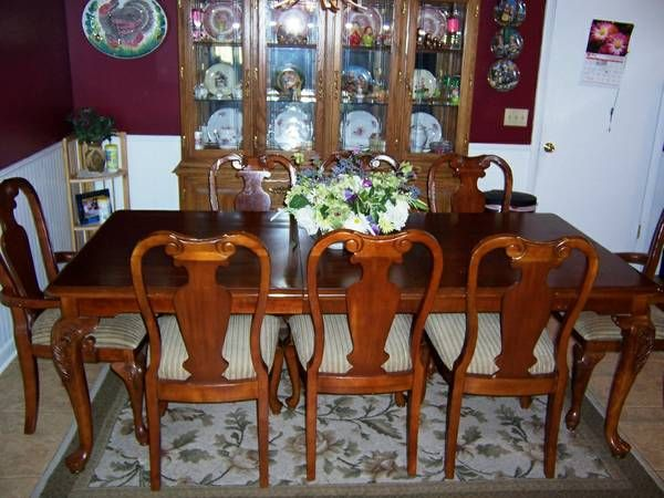 dining room table with leaf and 8 chairs the 2 end chairs have arms rh pinterest com Dining Room Table and Chairs With 8 Chairs Round Table