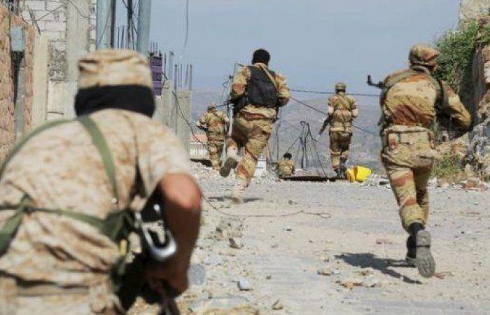 اخبار يمنية عاجلة - معارك عنيفة بين المقاومة الشعبية وميليشيا الحوثي في البيضاء