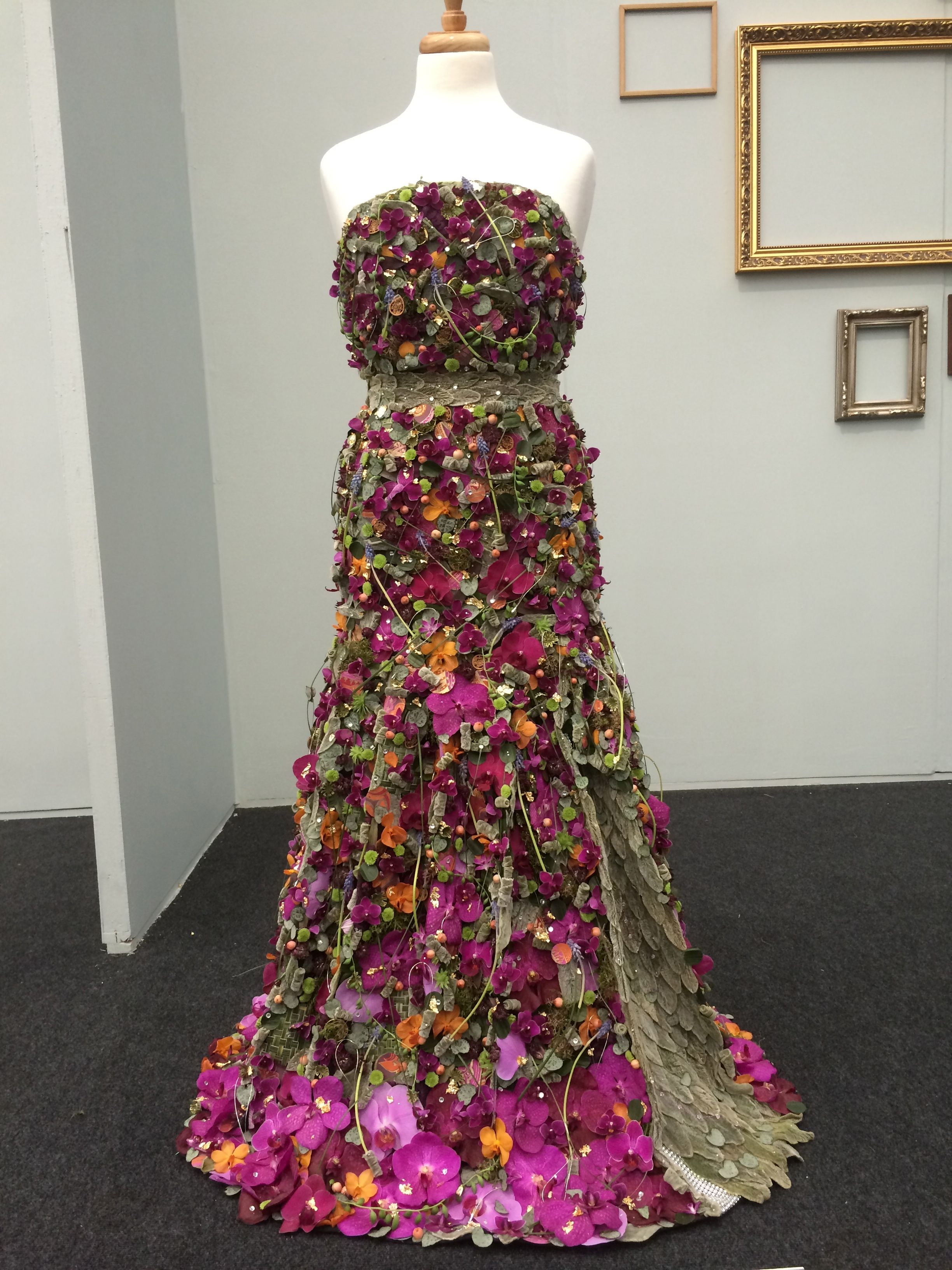 Floral dress made of flowers! This may be our favorite ...