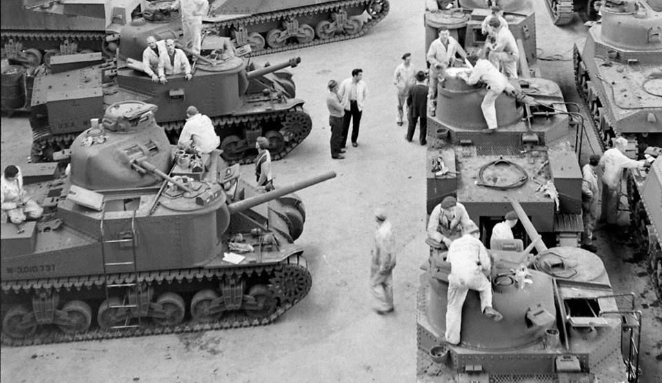 june 1942 chrysler tank factory warren michigan 2 terre pinterest m3 lee army vehicles. Black Bedroom Furniture Sets. Home Design Ideas