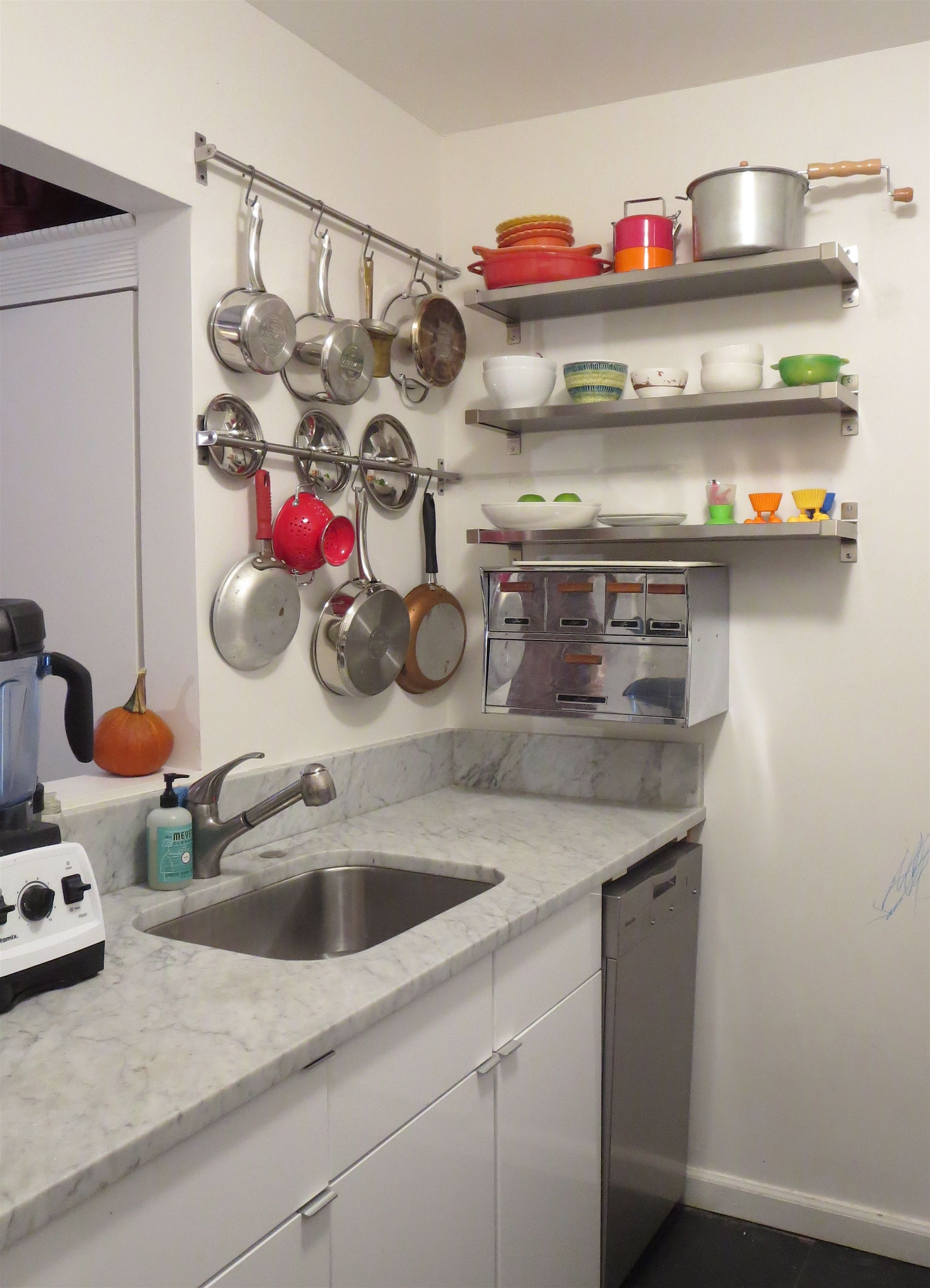 hanging pots and pans in small nyc kitchen by laura cattano