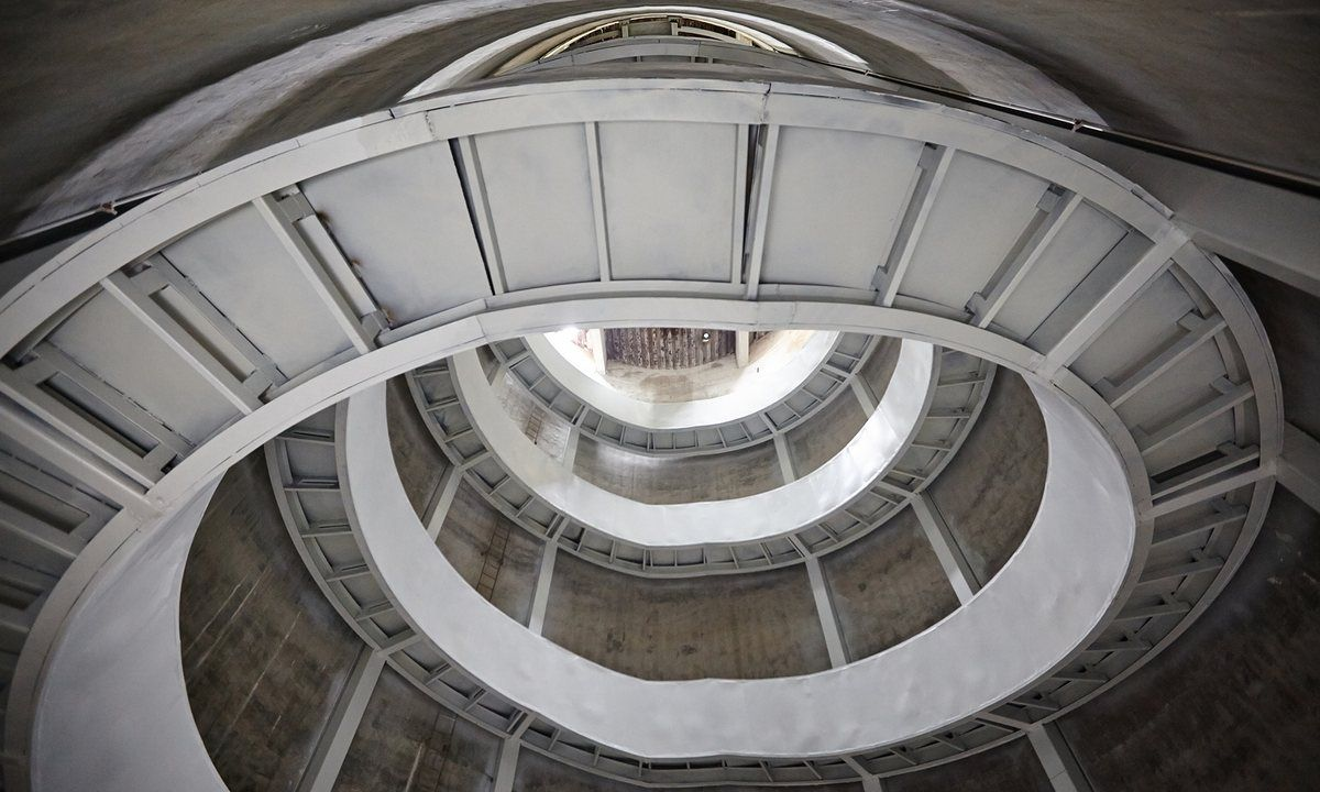 Shenzhen Biennale, glowing stairs and metal