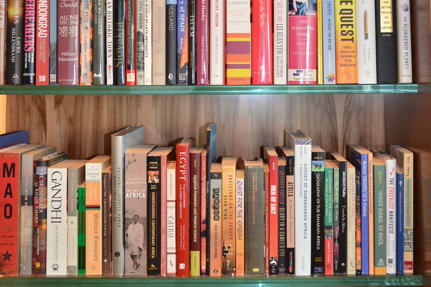 100 Images of Bill Gates Bookshelf