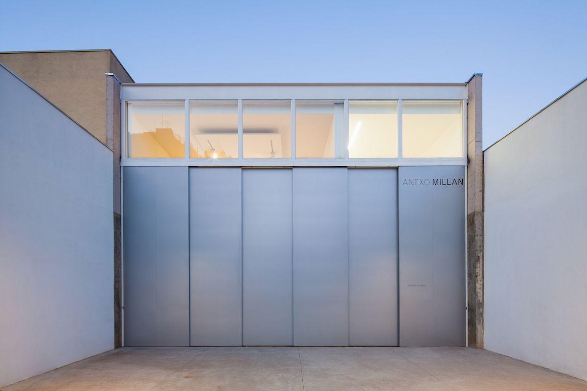 Kipnis Arquitetos Associados and Fernando Millan formed a new exhibit space for Galeria Millan