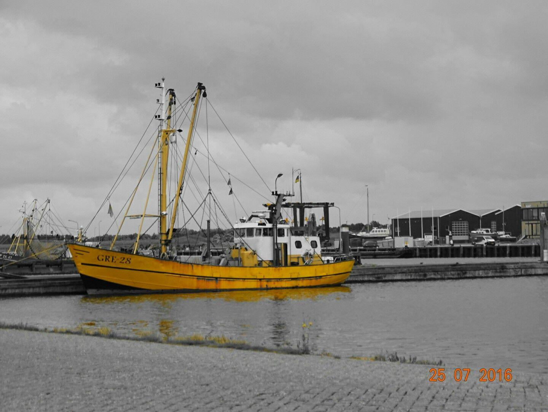 fisherman boat lauwersoog
