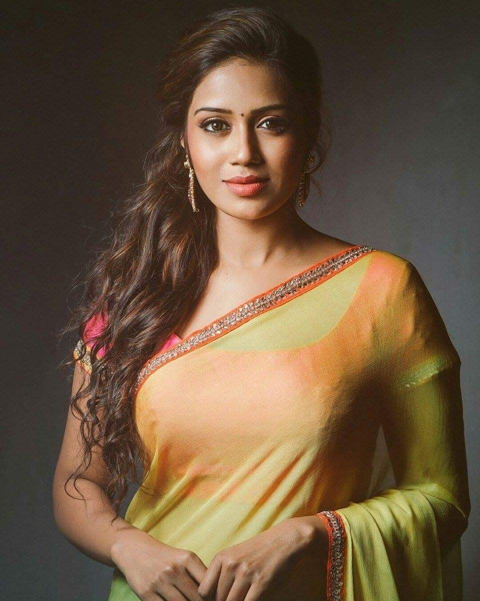 Actress nivethapethuraj hd latest images in saree actress