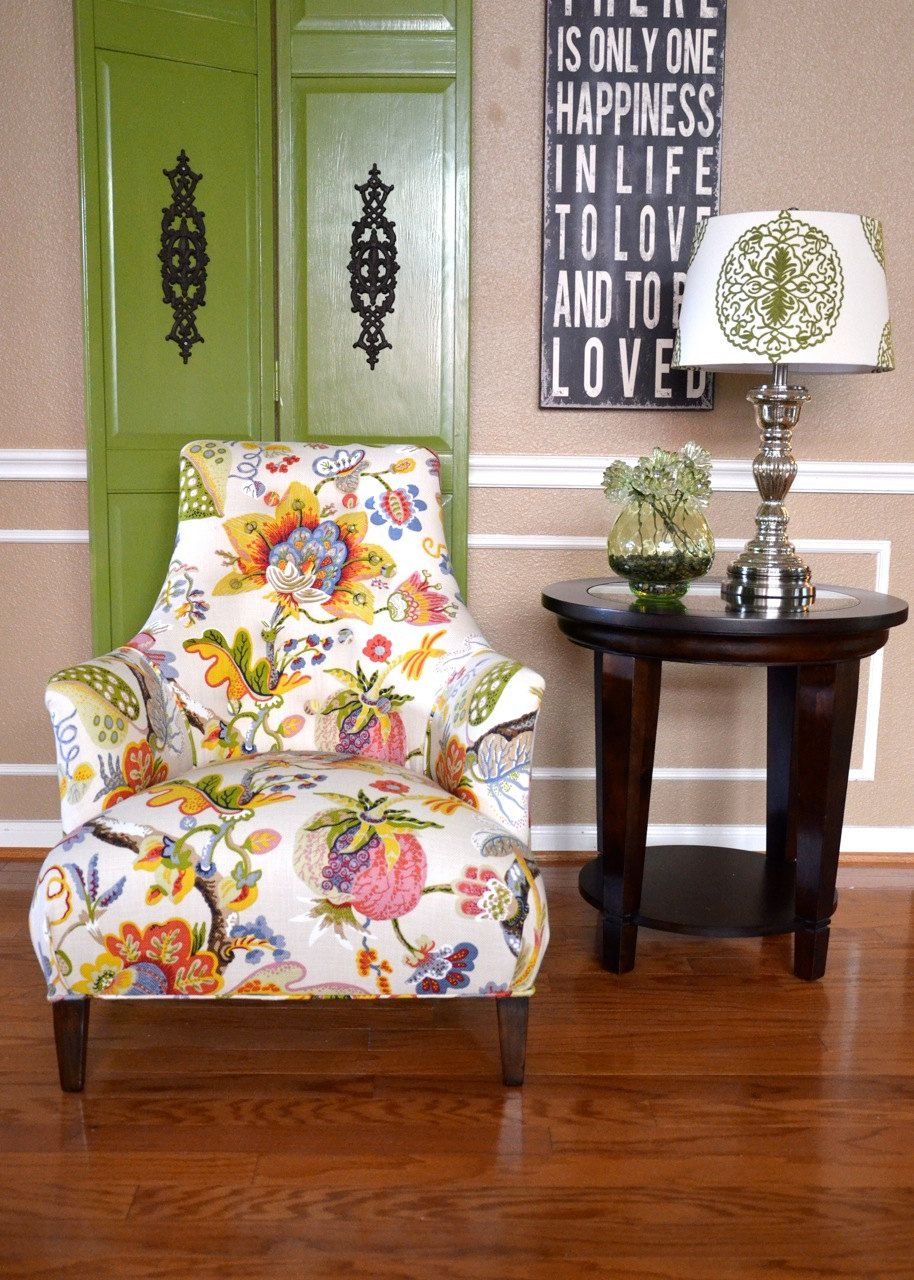 Best Vintage Accent Chair Upholstered In Floral Print 400 x 300