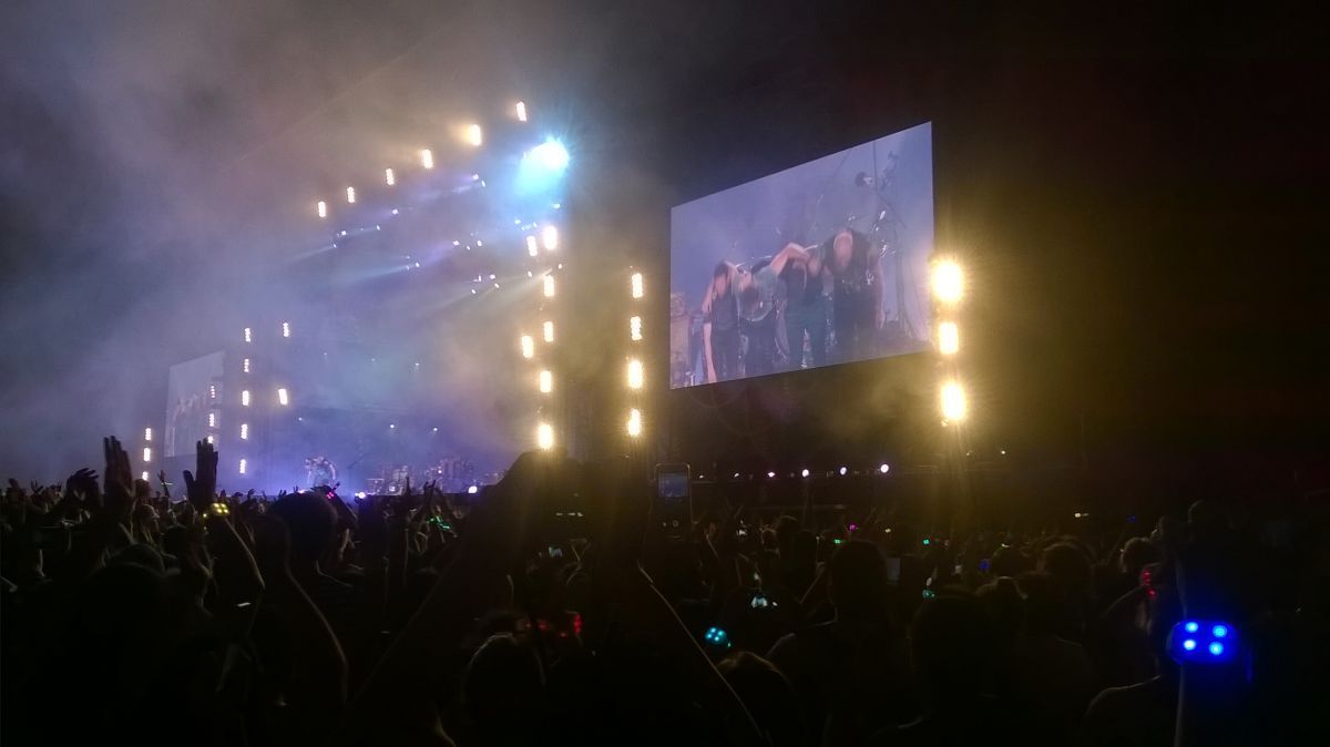 Jueves 31 de marzo de 2016. El saludo final ❤❤❤❤❤ | Tour image | The Coldplay Timeline  #AHFODtour #ColdplayBuenosAires #2016