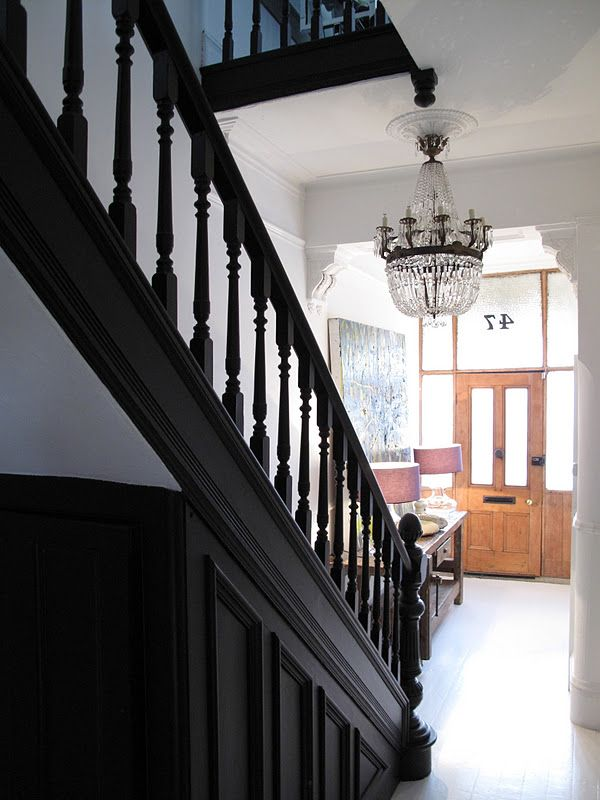 time to repaint the staircase maybe black no place like home pinterest escaliers. Black Bedroom Furniture Sets. Home Design Ideas