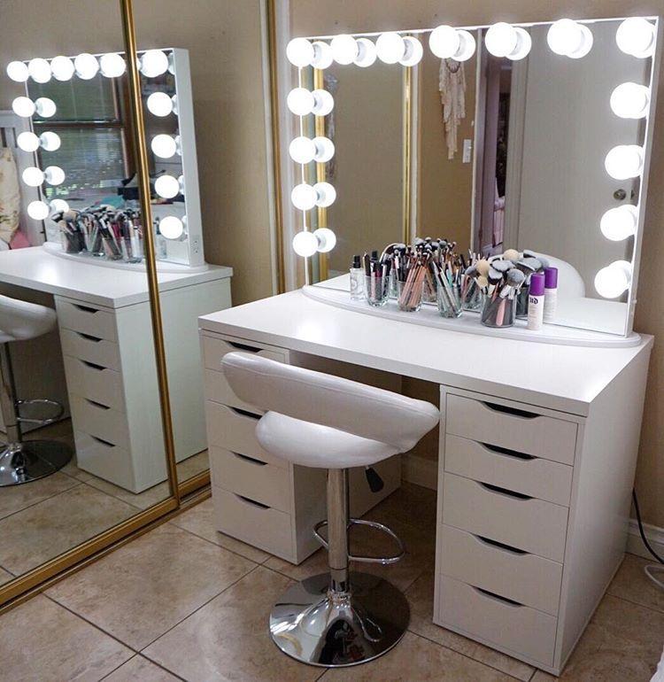 Makeup vanity | Makeup rooms, Diy vanity mirror, Makeup ...