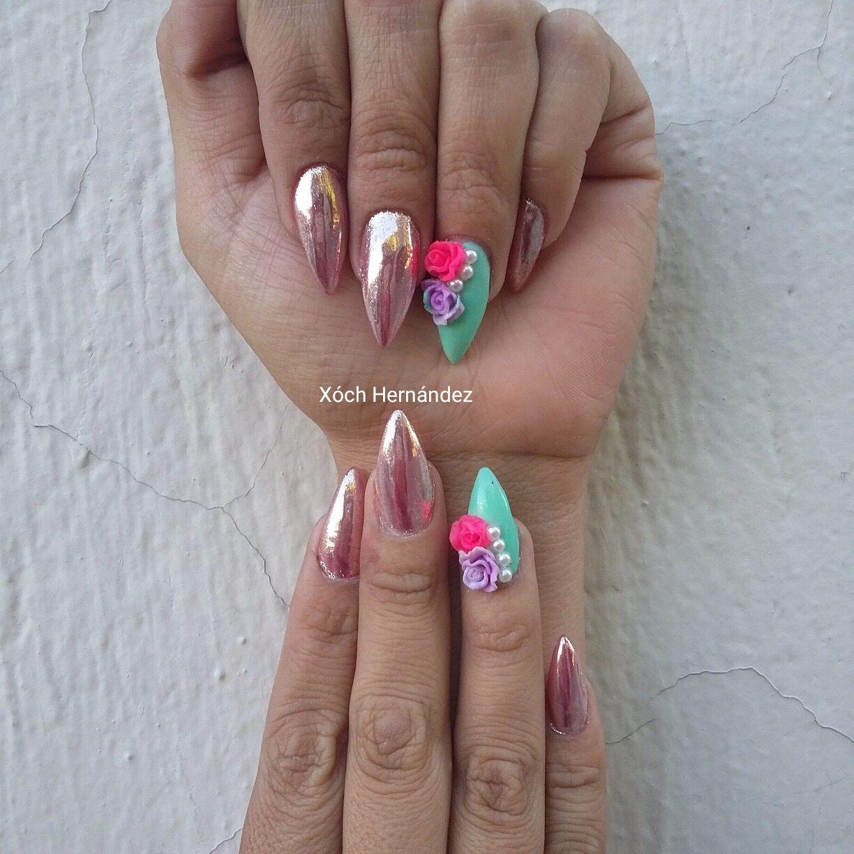 Uñas efecto espejo flores de acrílico de punta lanza | uñas ...