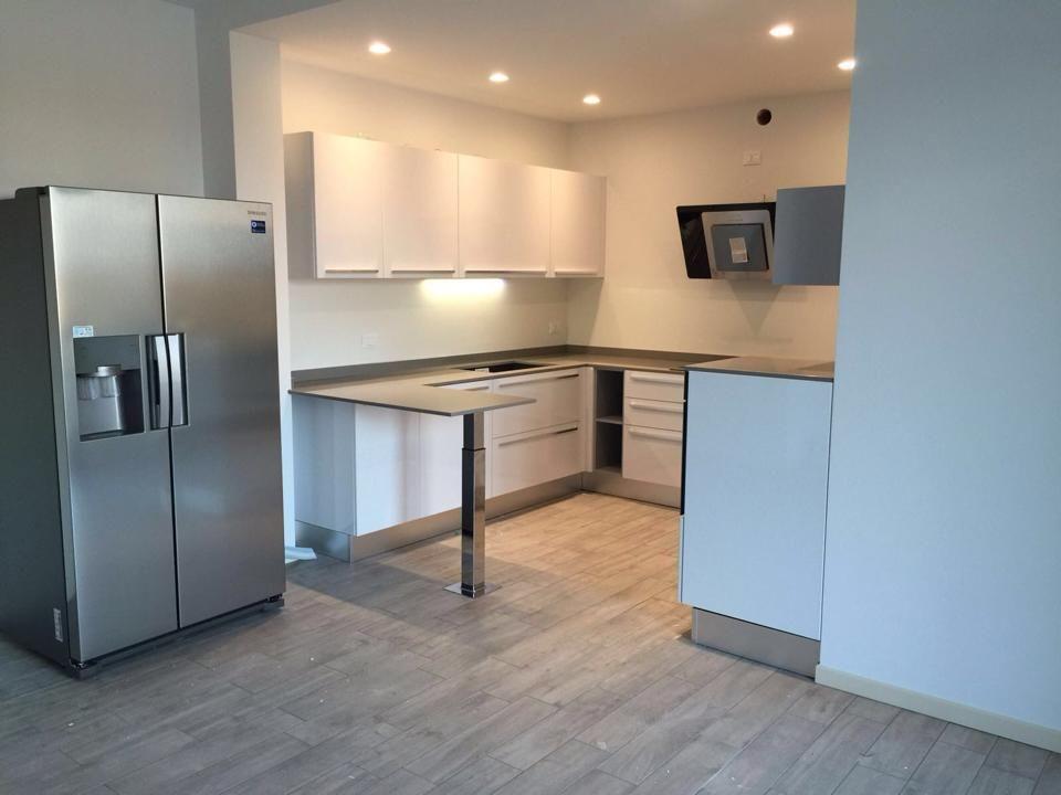 Cucina realizzata dallo staff di mobili e mobili arredamenti modello noemi colore bianco - Top cucina mosaico ...