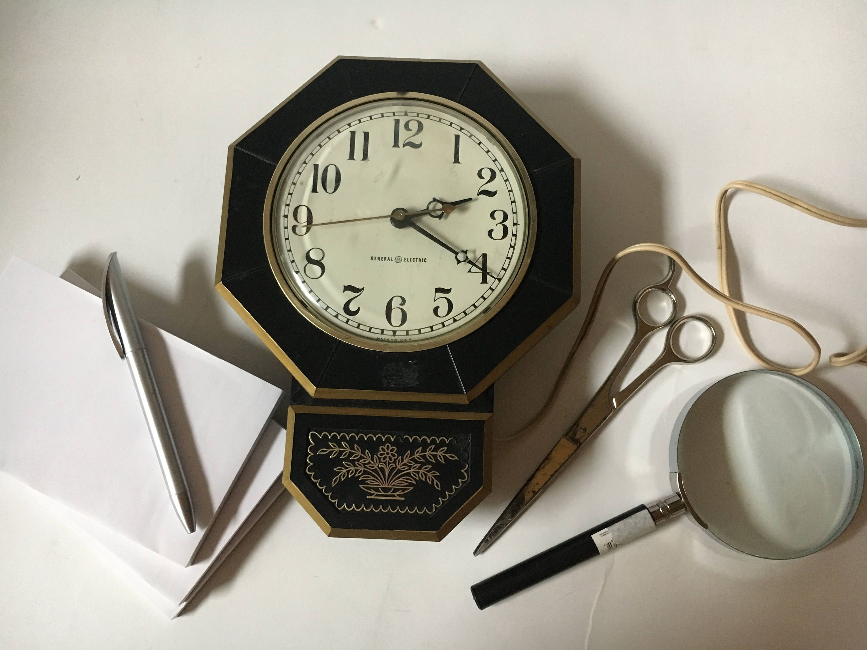 Vintage Clock General Electric Mid Century Wall Clock Retro Etsy Vintage Clock Clock Wall Decor Mid Century Wall Clock