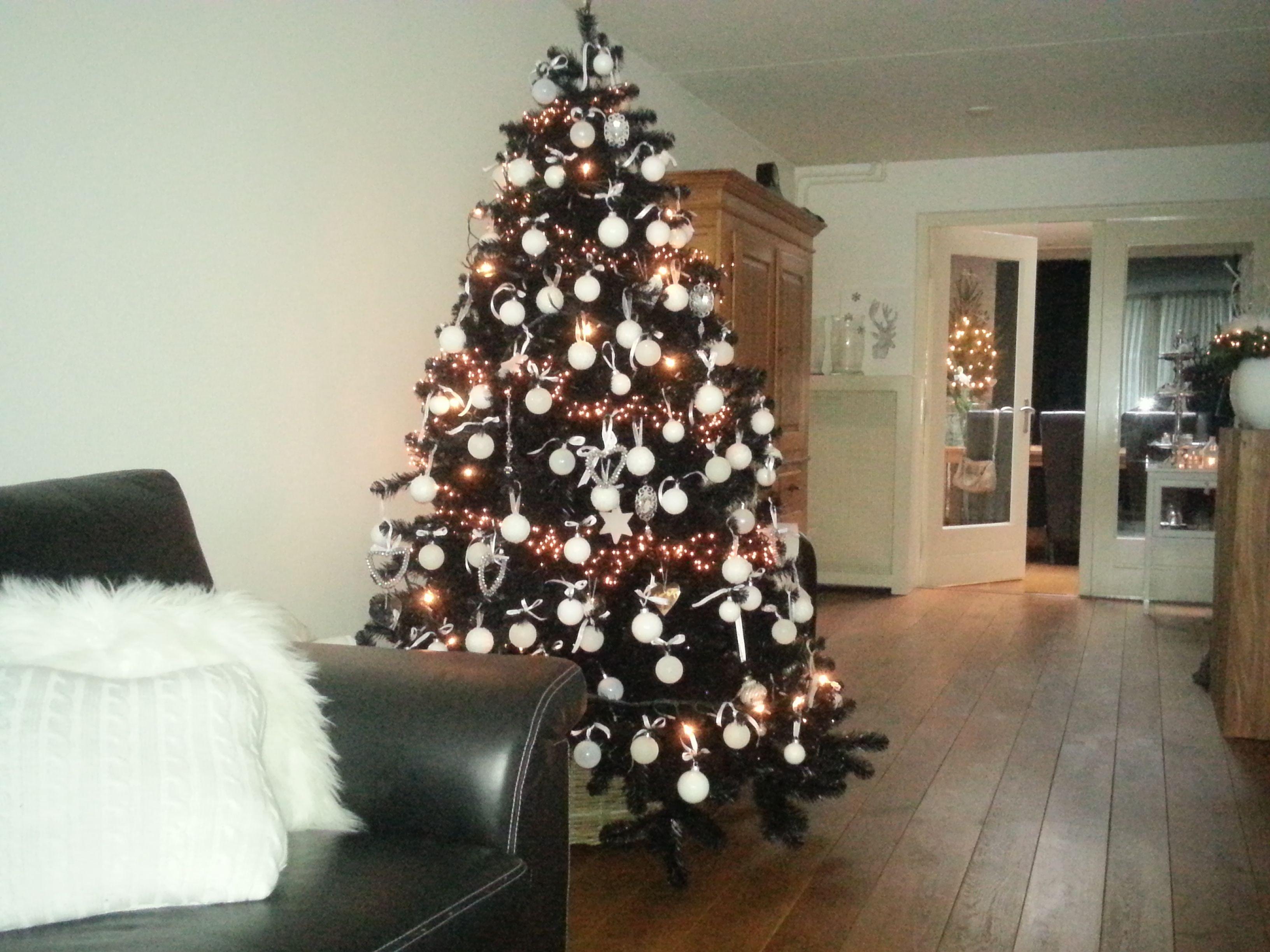 Kertmis Zwarte Kerstboom Versierd Met Witte Ballen Zwarte Kerstbomen Kerstboom Vakantie Decor