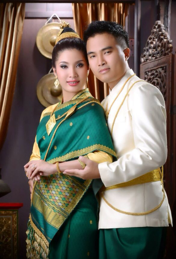 Traditional Lao Bride And Groom Attire Traditional Lao Wedding