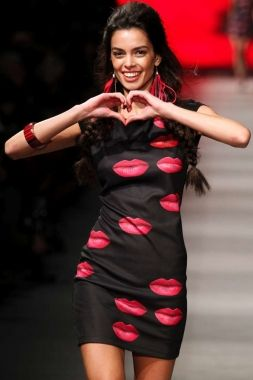 This Black Mini Dress Is Fashionable To Utmost With Bright Red