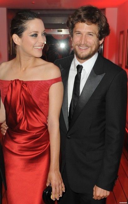 Marion Cotillard in Christian Dior, with her husband ...