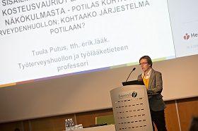 Suomeen tarvitaan sisäilmapoliklinkoita! Tuula Putus oli myös Hengitysliiton HAPPI ending -kuntakiertueen asiantuntijalääkäri ja puhui yleisölle esimerkiksi Oulussa.