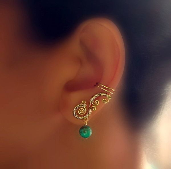 989712320 Gave the look of having two earrings without having 2 holes in one ear.