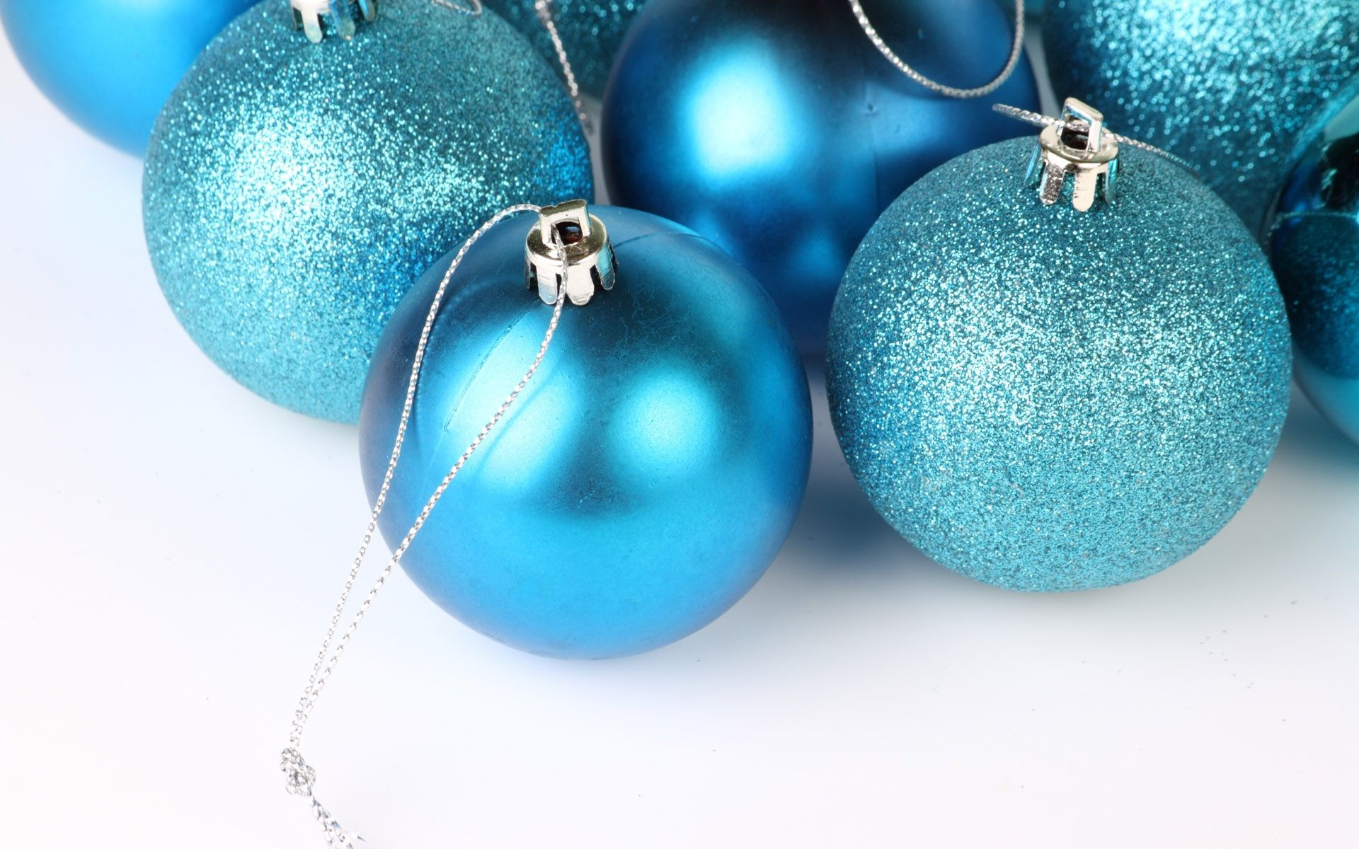 Christmas Ornaments Wallpaper 38741 Christmas Wallpaper Free Blue Christmas Ornaments Colorful Christmas Decorations