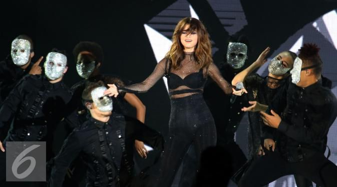 Selena Gomez Sukses Puaskan Ribuan Penggemarnya - http://wp.me/p70qx9-43K