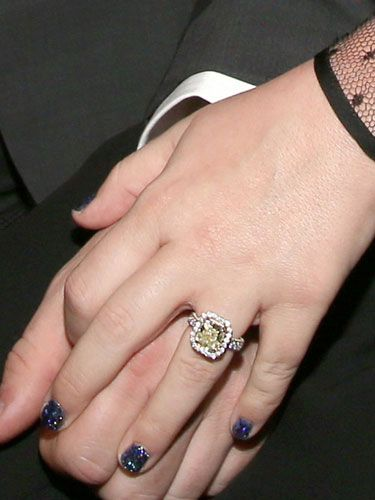Kelly Clarkson S New Engagement Now Wedding Ring Celebrity