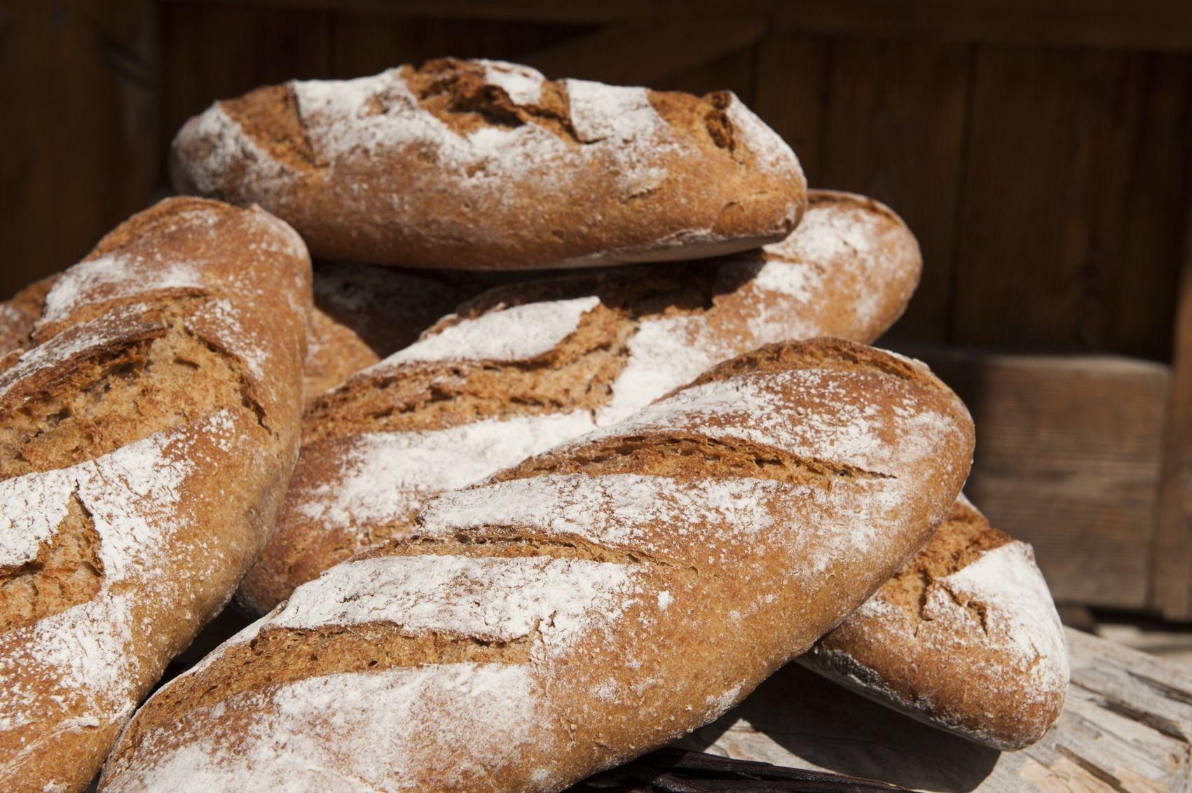 Hogaza de pan de centeno y kamut, un trigo antiguo de origen egipcio que se asimila mucho mejor que el trigo alterado genéticamente como el del pan de los chinos y los súpers