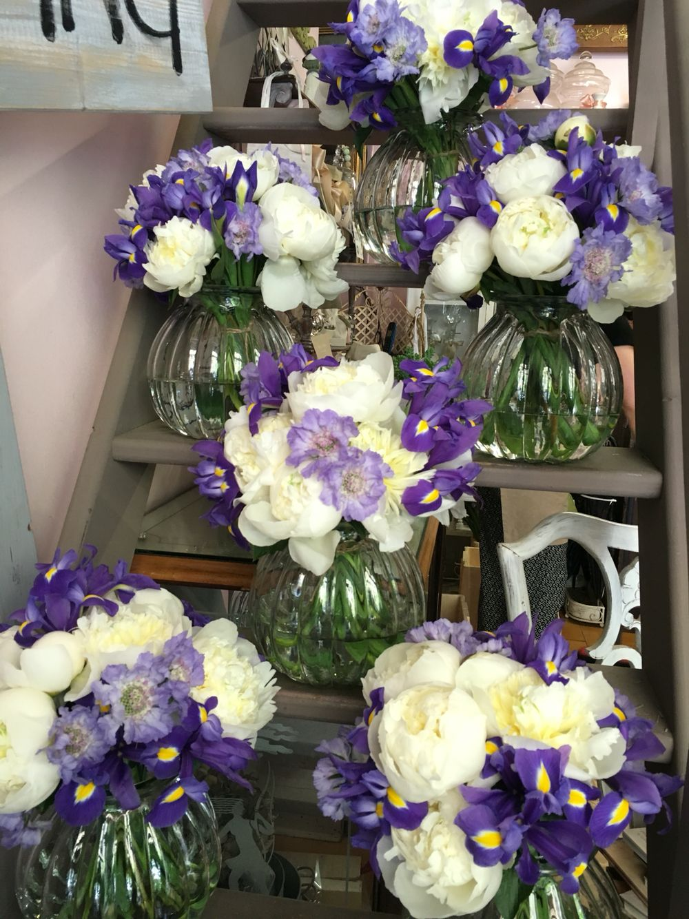 Bouquet Sposa Iris.Centrotavola Wedding Fiori Per Matrimoni Peonie Iris Scabiosa