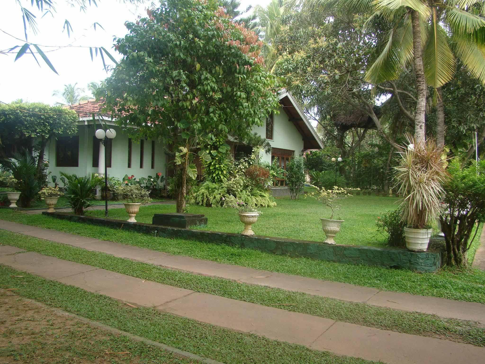 Nice Home Gardens In Sri Lanka Home Garden Design Small House Design Simple Simple House