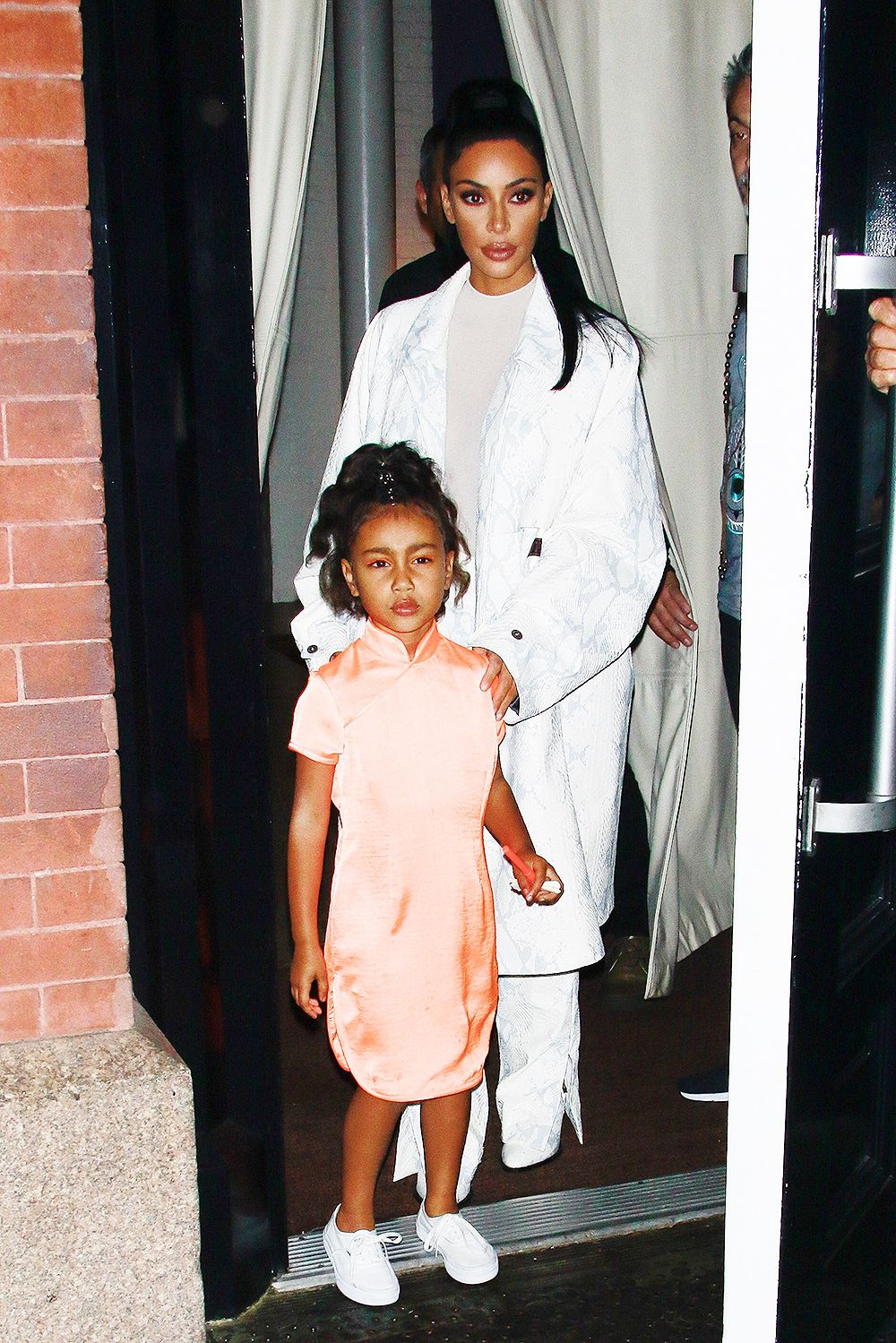 Celebrity Kids Wearing Makeup Pics Cute Outfits For Kids North West Outfits Kardashian Kids