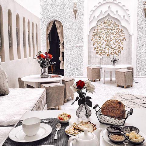 So happy to be back in Marrakech ❤ missed the vibes of this city ✨see more in my Insta stories!  как я рада вернуться в Марракеш  этот город, несомненно, сумасшедший, но в этом есть своя прелесть  еще больше фото и видео в сторис! #riadstar
