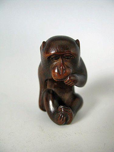 Netsuke japonés antiguo del mono