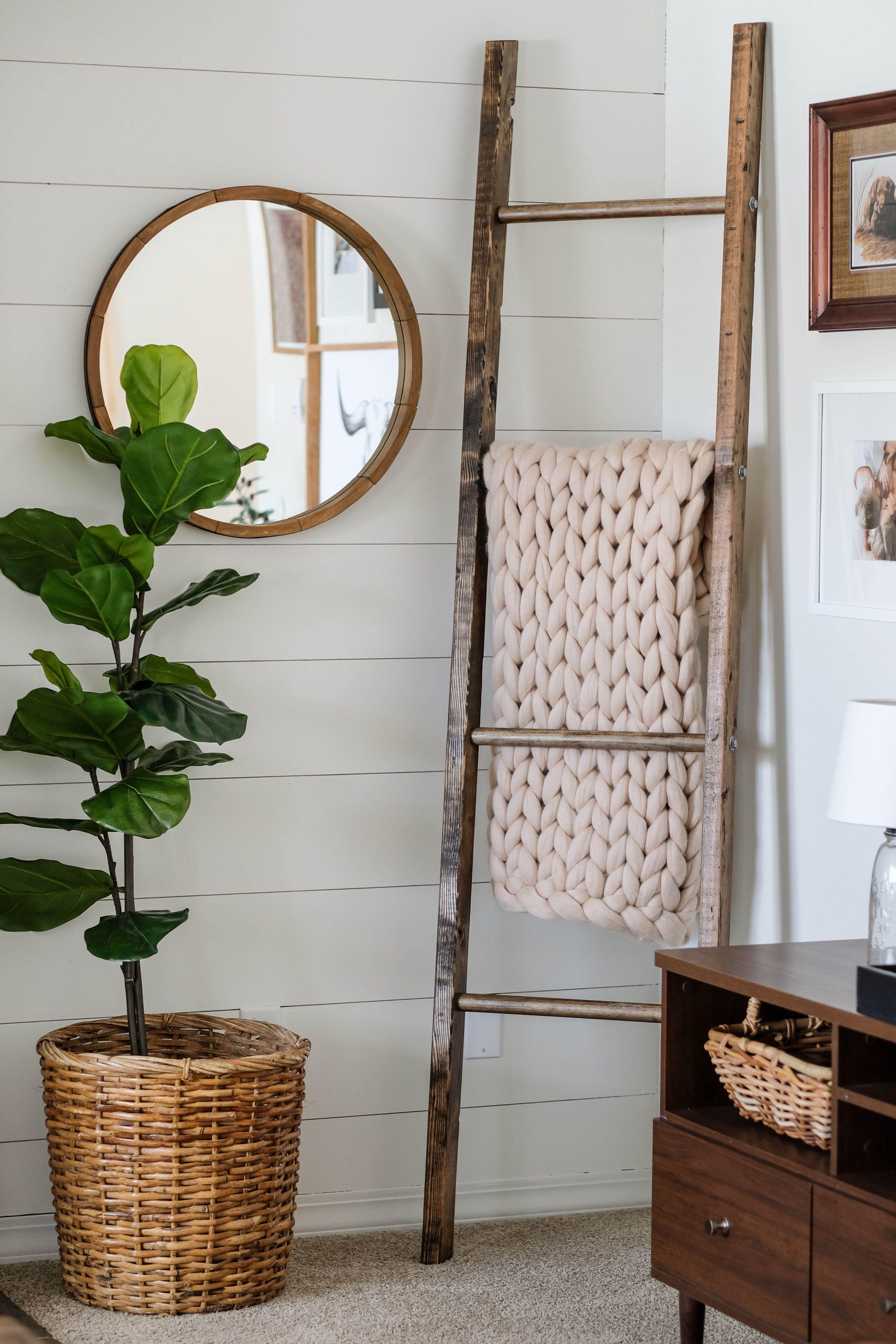 How To Make A Diy Blanket Ladder For Less Than 15 Get The Free Plans For This Rustic Blanket Ladder And Start St Ladder Shelf Decor Corner Decor Ladder Decor