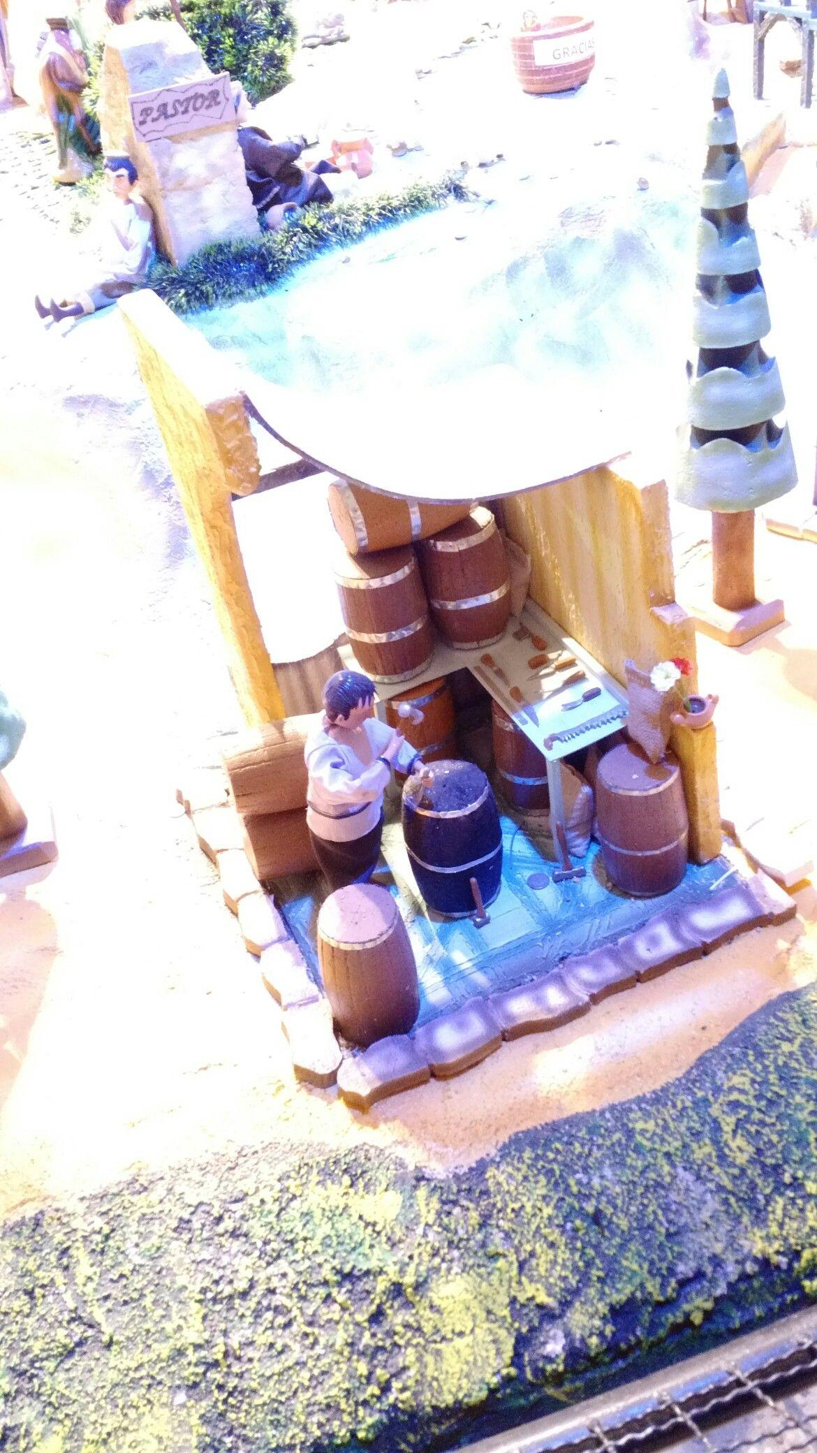 Oficios medievales, pesebre miniatura. Constructor de barriles