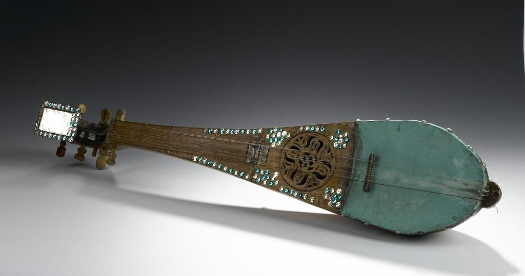 Qanbus or folding lute of wood covered with green leather and decorated with mirrorwork and green and silver sequins: Yemen, Sana'a, mid 20th century © National Museums Scotland