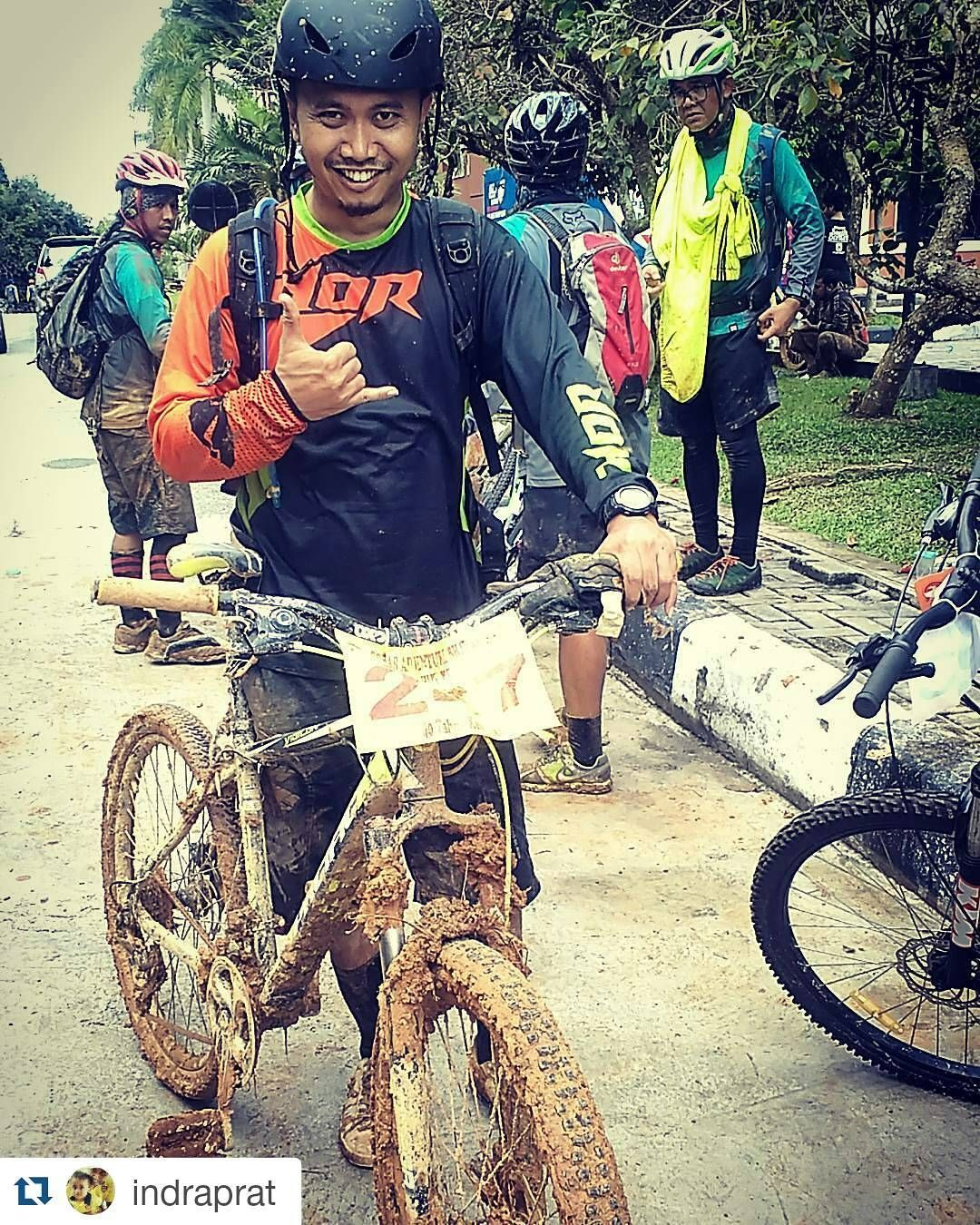 #Repost @indraprat  buseeeeeeeet XD  No podium no medal  at least i touch finished line....Treknya ganas #adventure #mtbgram #mtblife #allmountain #singletrack #pacificbike #pacificbikerider #vigilon5 #instabike #mtbbalikpapan #HUTBayangkara #pacificbikes #pacificbikerider #sepeda #sepedagunung #bersepeda #gowes #hardtail #mountainbike #mtbindonesia #crosscountry