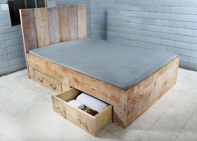 Bett Im Landhausstil Bed Made Of Wood By Baubohlenbett Via