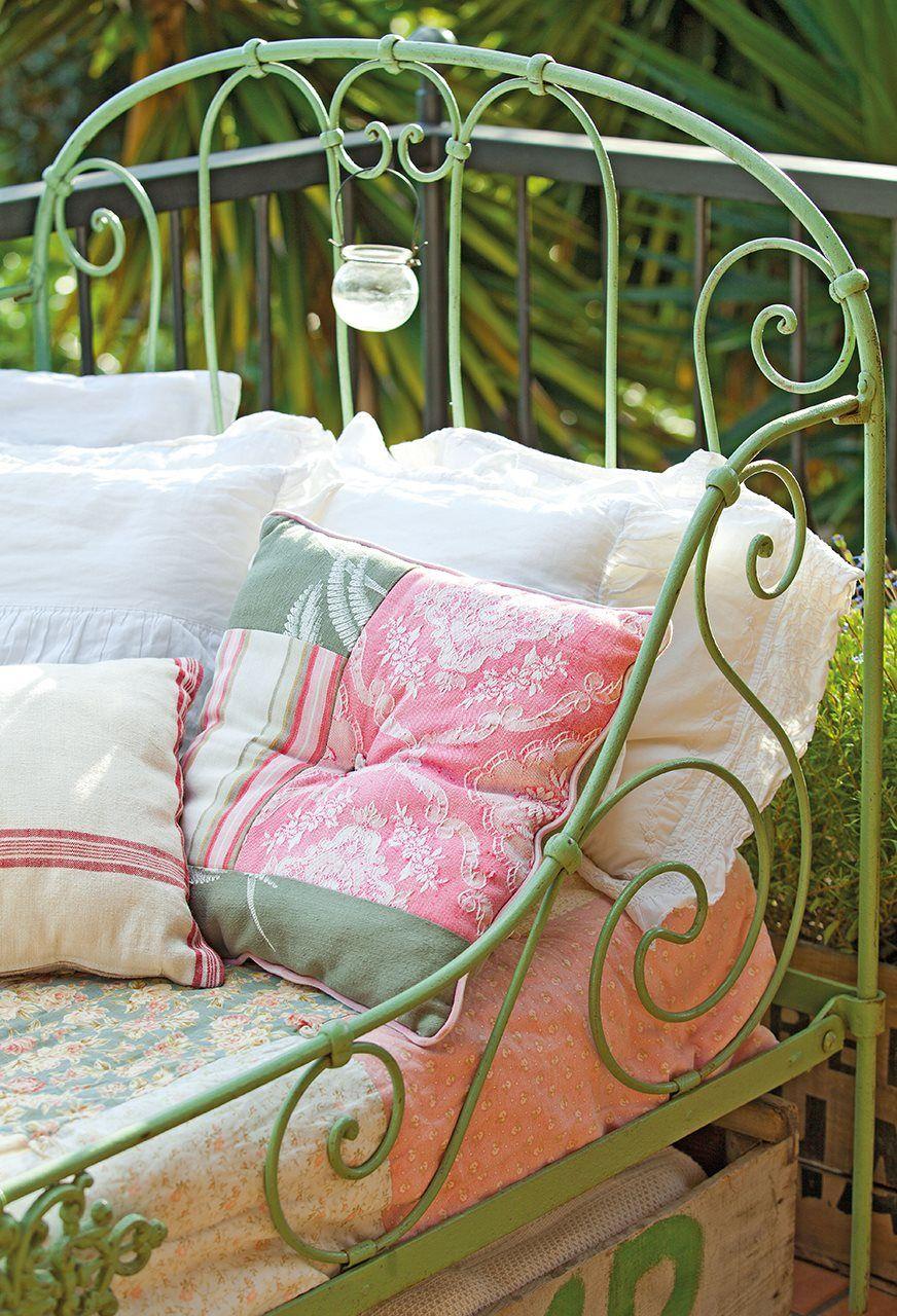 25 Ideas Y Diy Para Alegrar Tu Casa Esta Primavera Pintar El Salon Sillas De Colores Decoracion Habitacion Nino