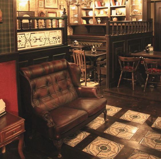 Arredi per irish pub english pub birrerie in stile for Arredamento english