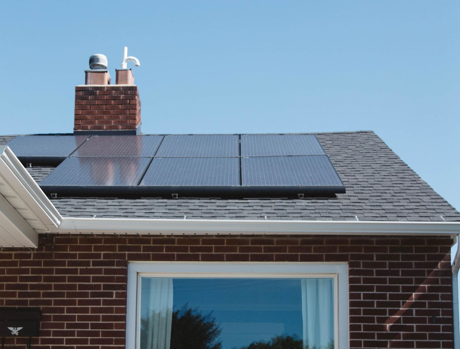 What You Need To Know About Converting Your Home To Solar In 2020 Solar Vivint Solar Solar Panel Installation